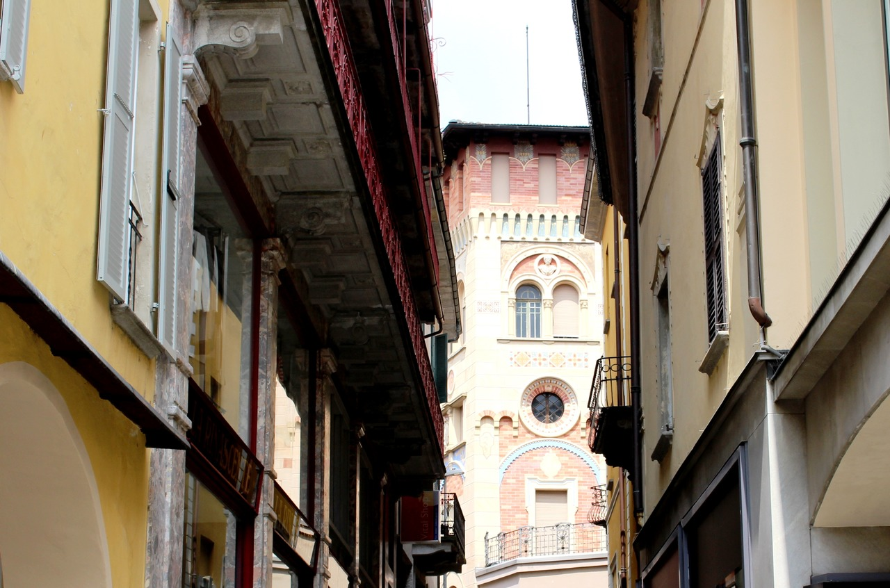 architecture-road-street-alley-facade-old-town-968433-pxhere.com_